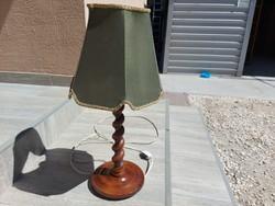 Eladó egy szép állapotú koloniál asztali lámpa