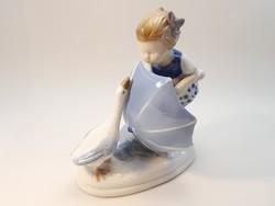 Underglaze porcelán kislány libával