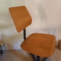 Forgó szék lábtaróval