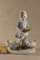Német porcelán libát etető kislány 707
