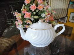 Bordázott felűletű fehér teáskanna