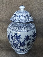 Porcelán urnaváza