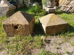 2 db antik faragott kő pinceszellőző