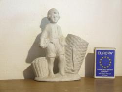 Régi, antik bájos biszkvit porcelán gyerek, kisfiú figura kis kosárkával, vázával-ibolyaváza