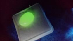 Természetes 7.75 karátos ausztrál színváltoztató opál drágakő tanúsítvánnyal