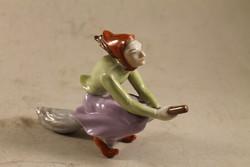 Szignált porcelán boszorkány seprűn 714