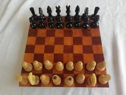 Intarziás saktábla hozzá gyönyörű fa sakk