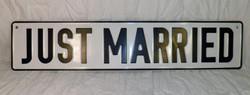 JUST MARRIED dombornyomot rendszámtábla. Esküvőre.