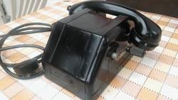 Régi bakelit tekerős telefon.