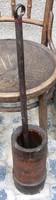 Régi fa mozsár vas törővel