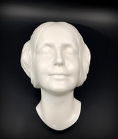 "Matlzer and Ortloff porcelán falimasz, (Szajna titokzatos nője"" (Innconue de Seine)"