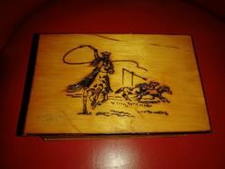 Égetett fa dobozka