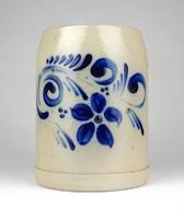 1F040 Kézzel festett jelzett német kőcserép söröskorsó 12.5 cm