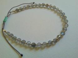 Labradorit karkötő -- galvanizált ezüst Toho gyöngyökkel, ezüst szerelékekkel és csúszó csomóval