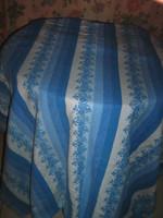 Csodaszép színvilágú virágos pihe-puha flanel hatalmas slingelt szélű ágytakaró terítő