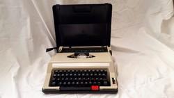 Retro írógép, magyar billentyűzettel