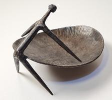 Retró - iparművészeti, modernista fém kisplasztika / kínáló