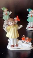 Eladó1 db. Wagner & Apel, ( régi, Bertram,)  kicsi porcelán sárga ruhás lány figura. Sérült.