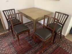 Asztal+4 szék egyben eladó.