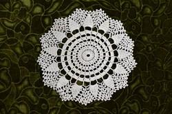 Horgolt csipke kézimunka lakástextil dekoráció kis méretű terítő asztalközép 22 cm