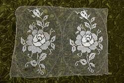 Rece csipke kézimunka virág minta lakástextil dekoráció függöny terítő asztalközép 39,5 x 29,5 cm
