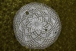 Kötött csipke kézimunka lakástextil dekoráció kis méretű terítő asztalközép 41 cm