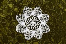 Horgolt csipke kézimunka lakástextil dekoráció kis méretű terítő asztalközép 17,5 cm