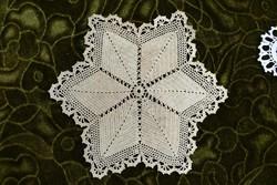 Horgolt csipke kézimunka lakástextil dekoráció kis méretű terítő asztalközép 19 cm