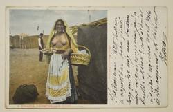 Régi képeslap Galatz -i cigány asszony félakt