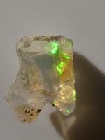 Természetes hidrofán Etióp Opál ásvány. 0,85 gramm ékszeralapanyag, kék-zöld csillámokkal.
