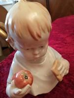 Almát evő fiúcska /Metzler/