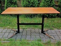 Retro állítható fémvázas asztal, megéri felújítani