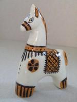 Jelzett mázas kerámia, porcelán kis lovacska, ló figura