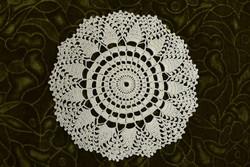 Horgolt csipke kézimunka lakástextil dekoráció kis méretű terítő asztalközép 21 cm