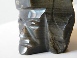 Obszidián fej formájú szobor vagy levélnehezék