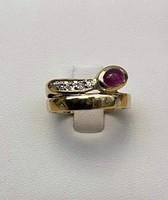 Eladó Női 14 kt. sárga arany gyűrű 5 db. Brill, 1 db. Rubin kővel.
