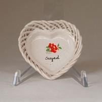 1F214 Szív alakú SZEGED feliratos virágmintás fonott porcelán tálka