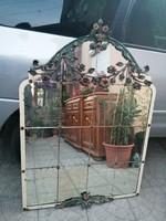 Antik tükör, kovácsoltvas virágokkal, fém keret