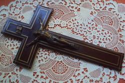 FESZÜLET---finoman kidolgozott,réz berakásos diófa alapon JÉZUS szoborral.