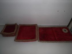 Textil - 13 db - SÖTÉTPIROS - BÁRSONY - ARANYZSINÓROS - GOBELINES  TÁLALÓ SZETT