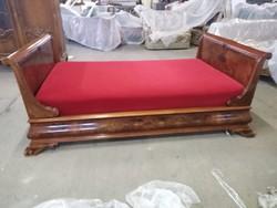 Bécsibarok intarziás hattyúnyakú ágy és egy szekrény intarziás felújitott