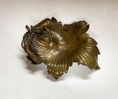 Régi,kézműves,szőlőleveles bronz tálka. 2.