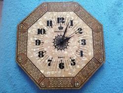 Egyszerűen káprázatos, intarziás Damascus mozaik falióra gyöngyház óralappal, működő állapotban!