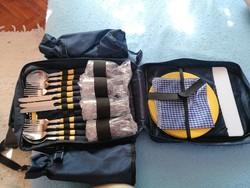 Piknik hátizsák, 4 személyes, plusz 2 thermo palacktartóval, és thermo rekesszel.