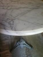 Márvány lapos asztal