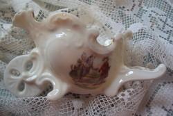 Különleges szecessziós formai kiképzésű,romantikus figurális díszítésű,kis porcelán fogvájó tartó.
