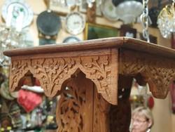 Keleti fa asztal