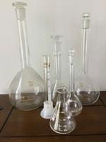 Laboros üvegek, kellékek