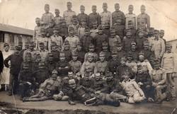 Katona csoportkép, szakács, barakk