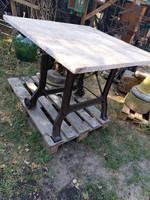 Loft design különleges öntöttvas kerti  asztal